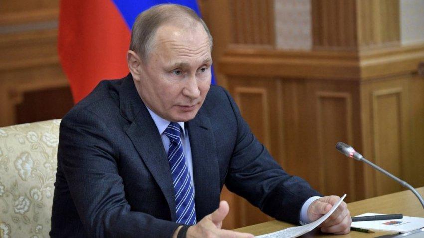 Путин подписал закон о штрафах и арестах за участие детей на митингах
