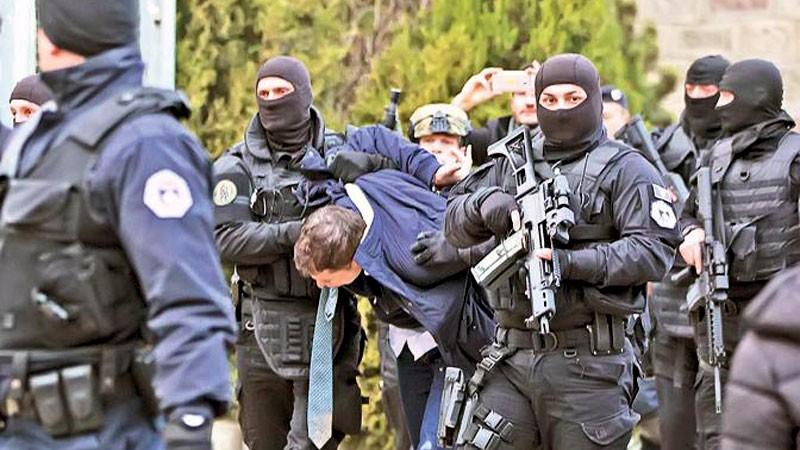 Сербия стягивает армию к границам Косово в ответ на этнический произвол