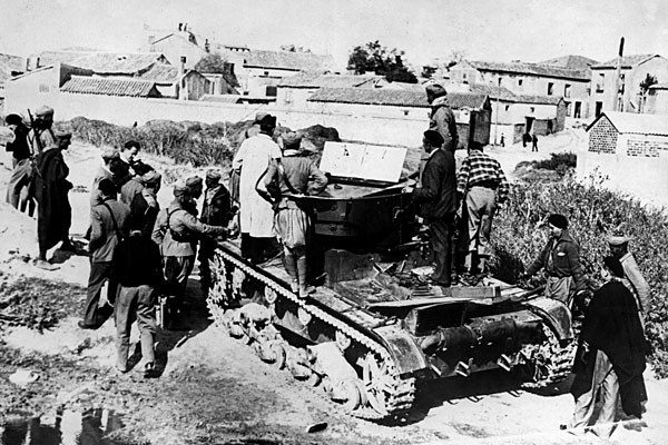 Красноармеец Семён Осадчий, совершивший первый в мире танковый таран