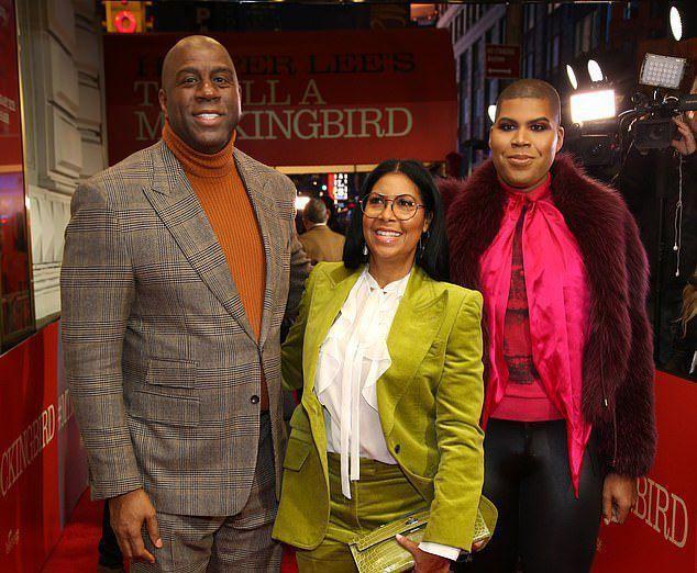 С жеманными манерами и в платье: сын баскетболиста-легенды Мэджика Джонсона празднует 27-летие