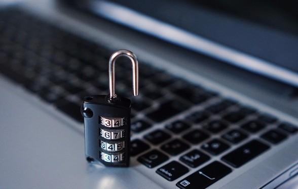 Личные данные сотен тысяч клиентов трёх российских банков попали в открытый доступ