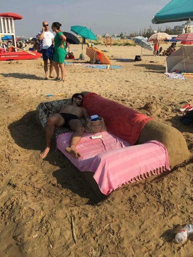 10 фото забавных вещей, происходящих на пляжах