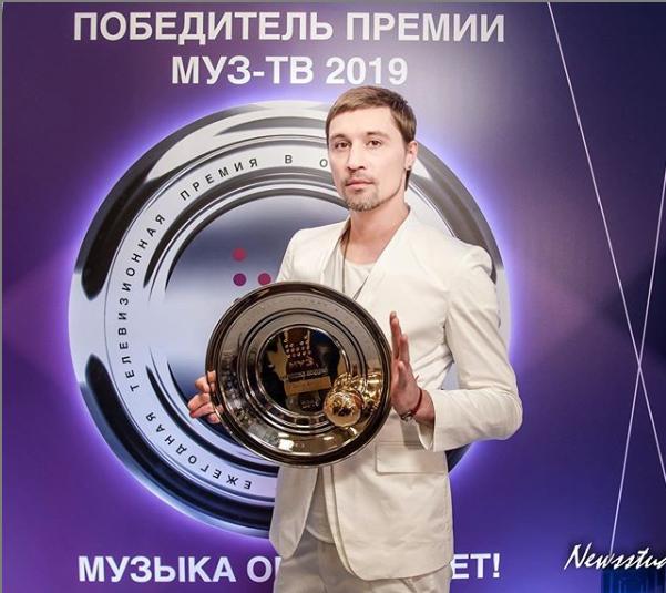 Дима Билан озадачил поклонников новым фото с двумя головами
