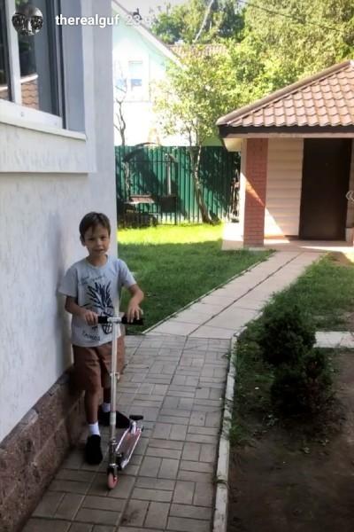 Сын Гуфа и Айзы Анохиной попал в больницу с сотрясением мозга