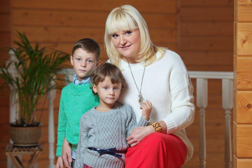 У приёмных детей Маргариты Суханкиной нашёлся брат, живущий с бабушкой в нищете