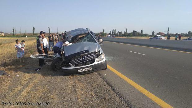 В Азербайджане 8 человек погибло в ДТП свадебного автобуса и грузовика