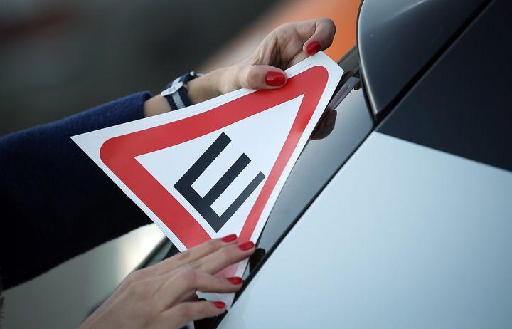 Нужен ли знак Шипы на автомобили в 2018 году в России