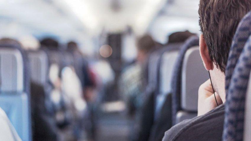 В Манчестере самолет с пассажирами поместили на карантин