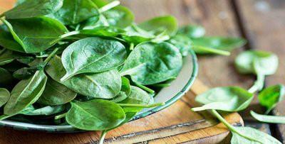 Медики рассказали, кому в первую очередь следует употреблять шпинат