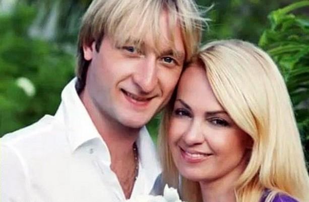 Яна Рудковская и Евгений Плющенко отмечают десятилетие свадьбы