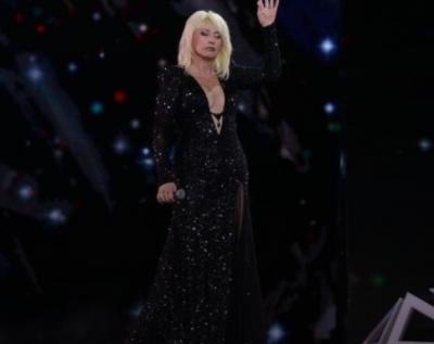 Фанаты раскритиковали откровенный наряд 67-летней Ирины Аллегровой