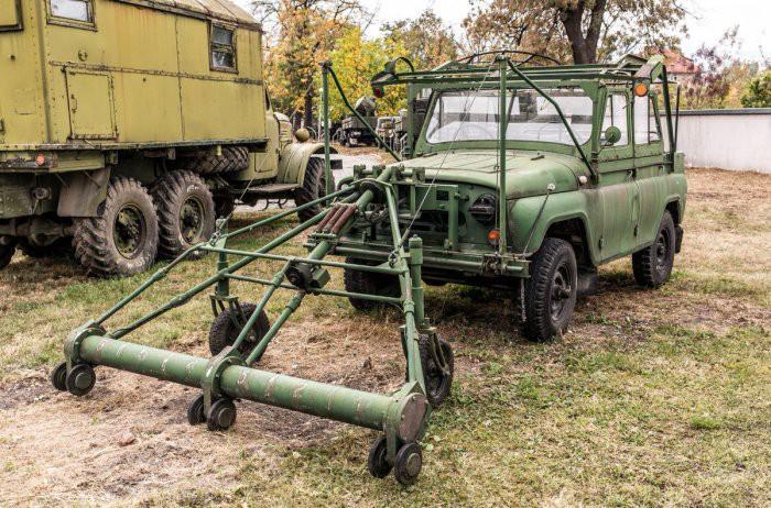 Для кого в СССР выпускали УАЗ-469 с двумя рулями