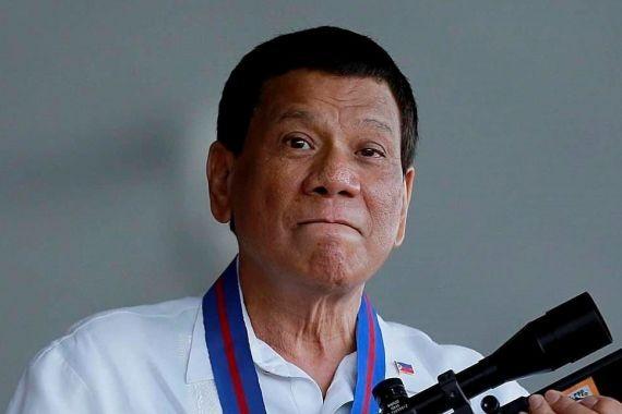 Президенту Филиппин подарили российскую снайперскую винтовку Т-5000