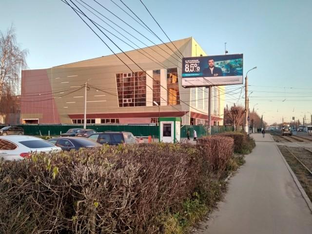 В Твери завершается строительство нового торгово-офисного здания напротив железнодорожного вокзала