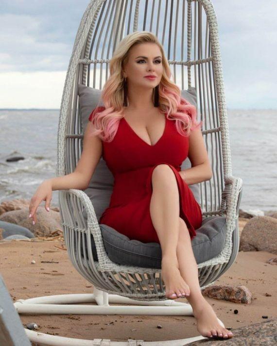 Анна Семенович призналась, что из-за болезни делала операции на груди