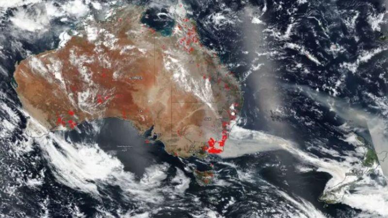 Пожары в Австралии запечатлели из космоса: масштабы катастрофы поражают