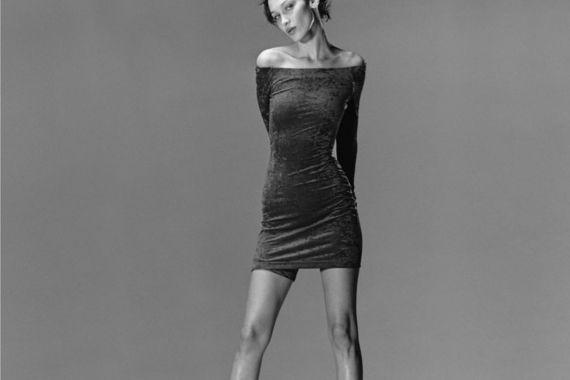 Самая красивая женщина в мире показала фигуру в прозрачном платье