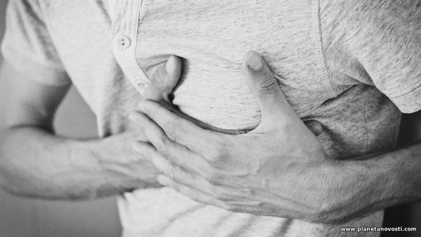 Названы первые симптомы сердечного приступа, которые появляются за месяц