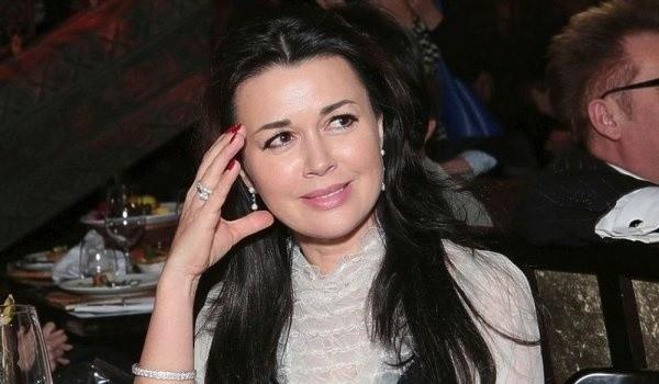 Дочь Заворотнюк выступила с комментарием после долгого молчания