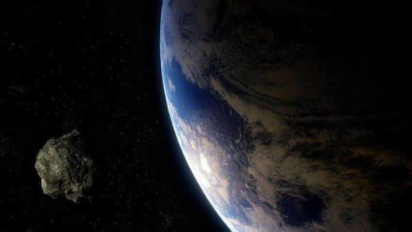 К Земле летит астероид размером с город: ученые оценили риски