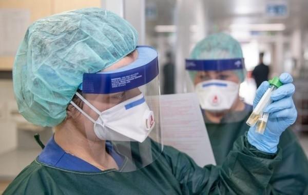 """Россияне выясняют, помогает ли от коронавируса препарат """"Авиган"""""""