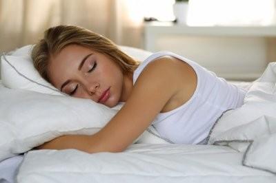 Доктор Голод объяснил, почему спать на боку вредно