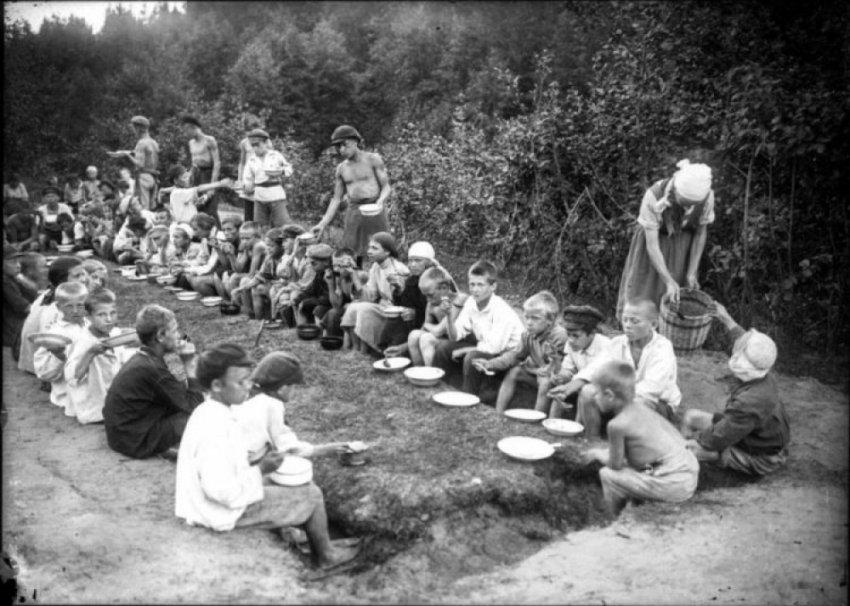 Почему с такой теплотой вспоминают о пионерских лагерях?