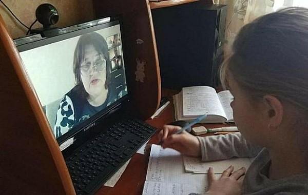 Российских школьников в отдельных случаях будут переводить на дистанционное обучение