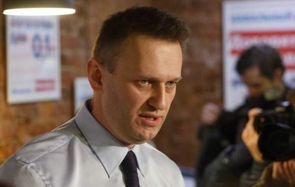 На личных вещах Навального яд не обнаружен