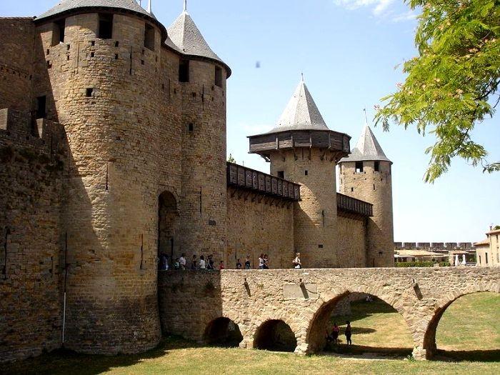 Некоторые особенности средневековых замков