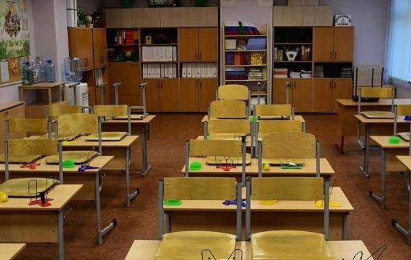 Вирусолог призвал закрыть на карантин все российские школы