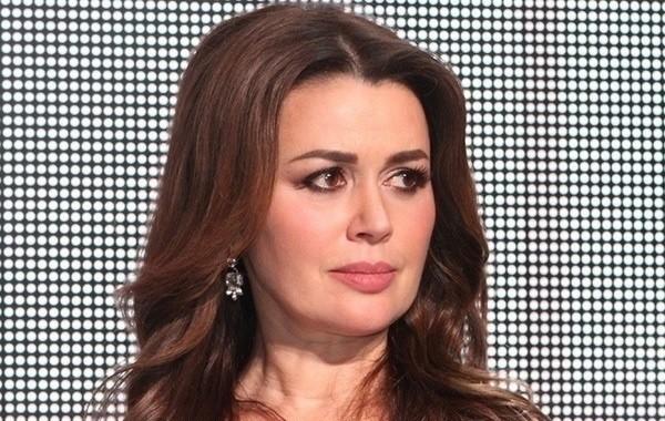 Экс-сотрудница театра рассказала, что происходит с Анастасией Заворотнюк