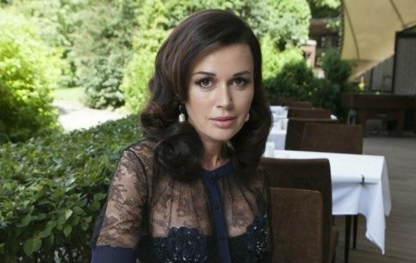 Анастасия Заворотнюк не стала общаться напрямую в эфире телешоу