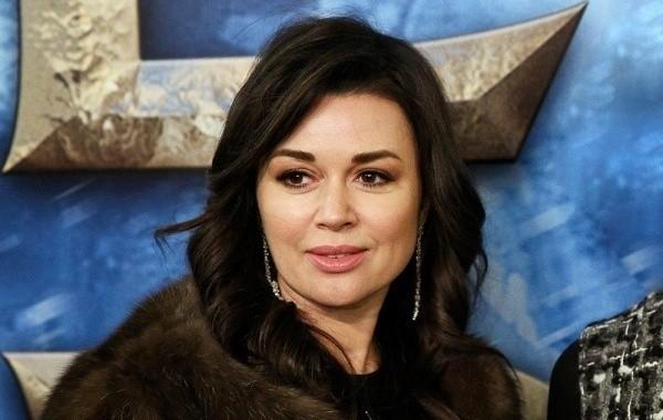 Анастасия Заворотнюк оказалась в числе должников
