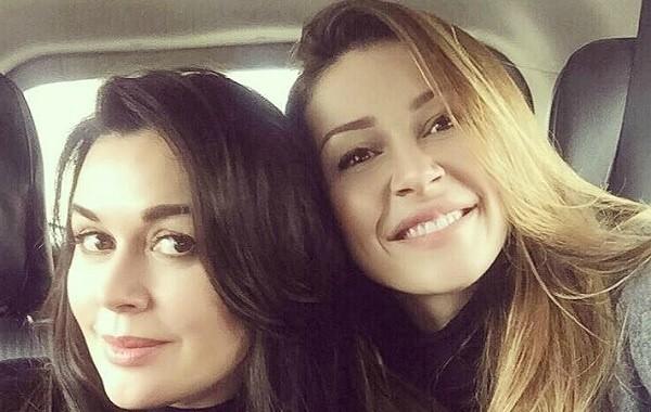 Дочь Анастасии Заворотнюк перестала скрывать болезнь матери