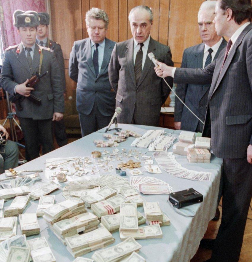 Каким было отношение к долларам в СССР?