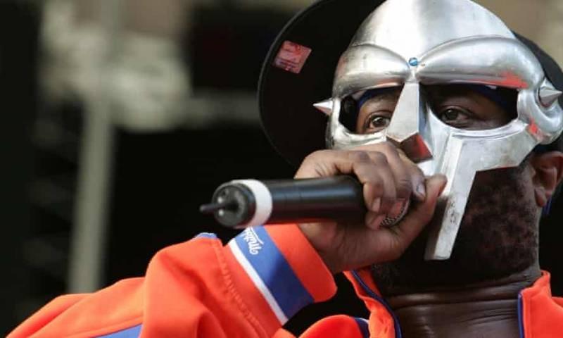 Жена рэпера MF Doom сообщила о смерти мужа только спустя 2 месяца