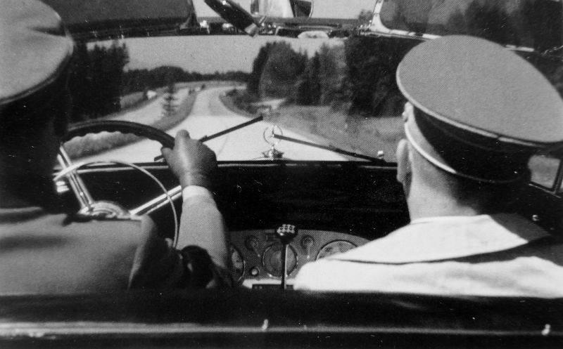 Как личный шофер Гитлера, Эрих Кемпка, пил за победу с советскими солдатами