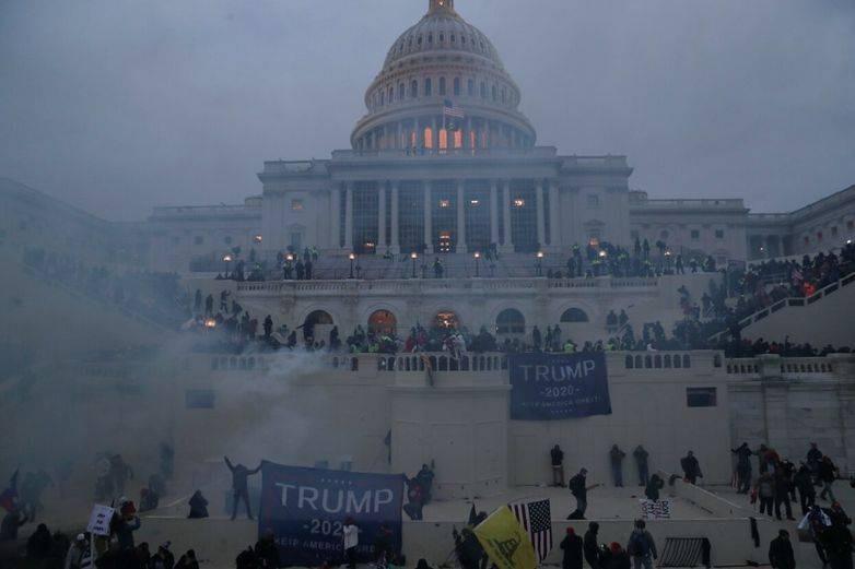 Сторонники Дональда Трампа провели штурм Капитолия в США