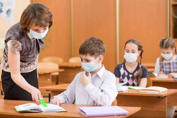 В Минпросвещения оценили возможное продление учебного года в школах из-за пандемии коронавируса
