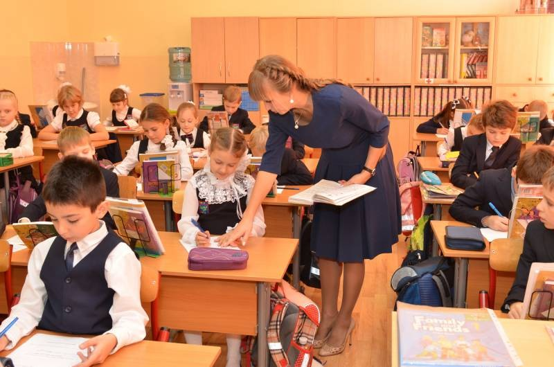 Российским педагогам выдадут ноутбуки для работы