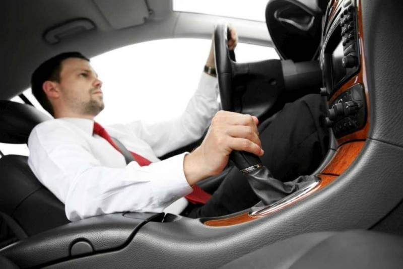 Какие ошибки допускают водители при использовании нейтральной передачи в автомобиле с АКПП