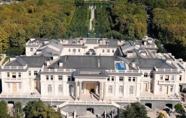 Названо настоящее имя владельца дворца в Геленджике