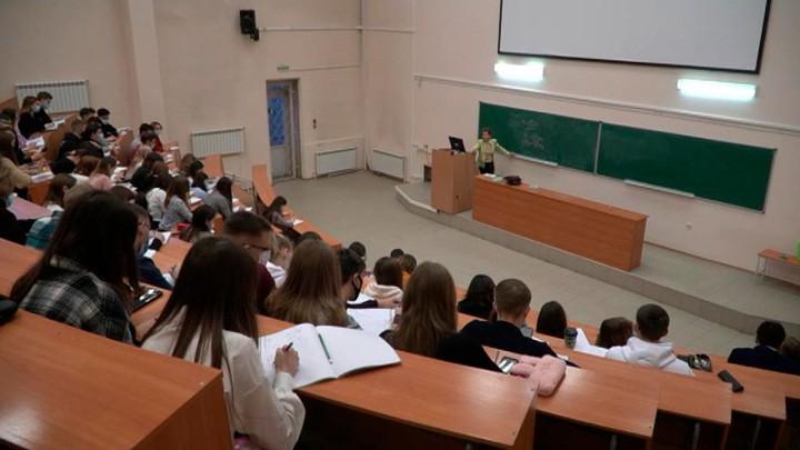 Российские студенты возвращаются в аудитории