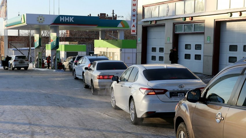 Сколько стоит место в очереди за бензином в Хабаровске