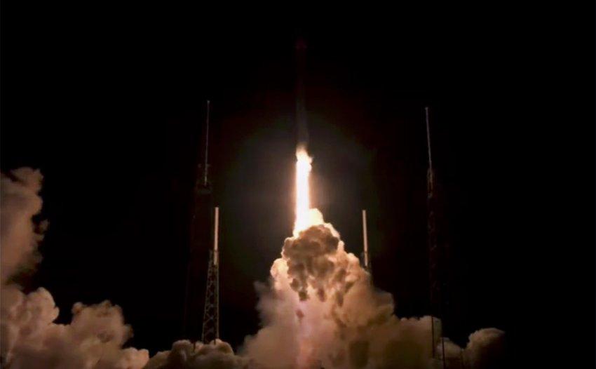 Ночной запуск ракеты: SpaceX не вернула первую ступень Falcon 9 на плавучую платформу