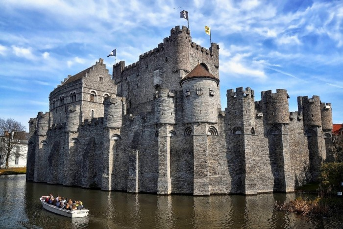 Сколько времени уходило на строительство замка в средние века?