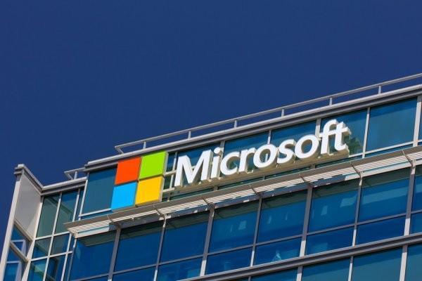 Дату выхода Windows 10X вновь перенесли