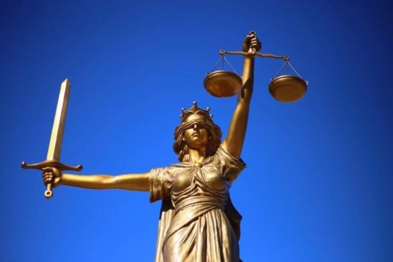 Чернильный скандал: кто из работников суда позволил себе вставить фразу с эротическим подтекстом на официальном документе