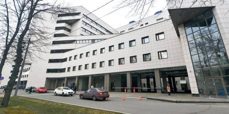 Неудачное падение ведущей Екатерины Стриженовой спас швейцарский имплант